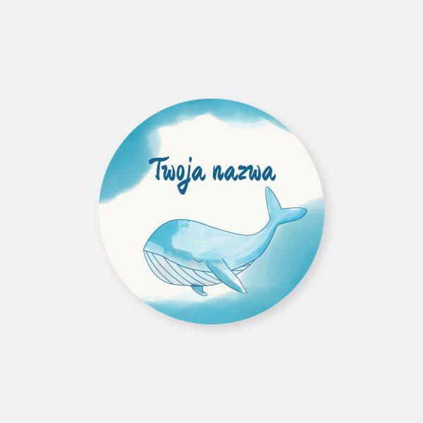 nakleja z Twoją nazwą lub logo i wielorybem